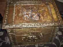 "LARGE ANTIQUE DEEP REPOUSSE SCENES BRASS WOOD BOUND LOG BOX 26"" X 16"" X 21"""